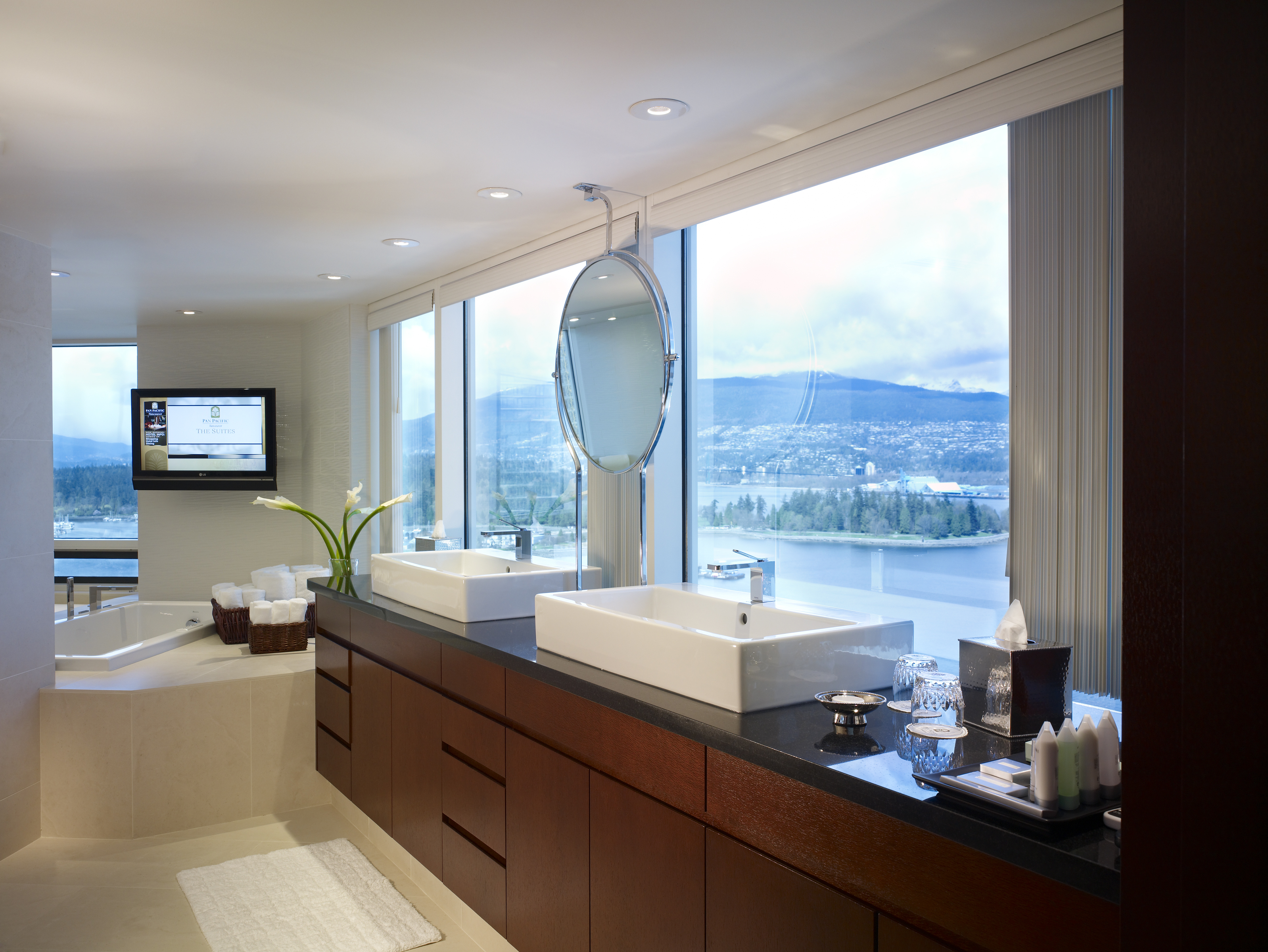 Pacific Suite Bathroom